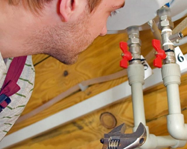 Comment poser un dispositif de filtration sous évier ?